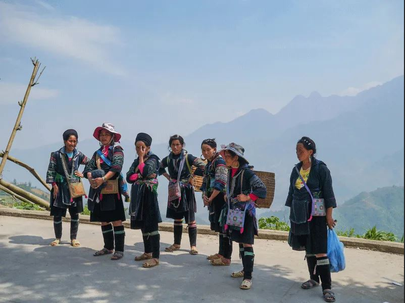 Black H'mong women in Sapa