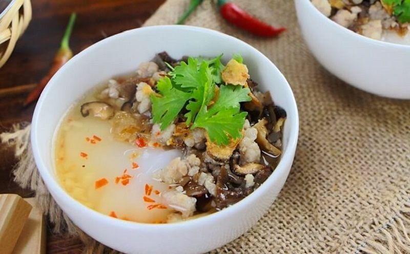 Banh duc nong-hot rice flan