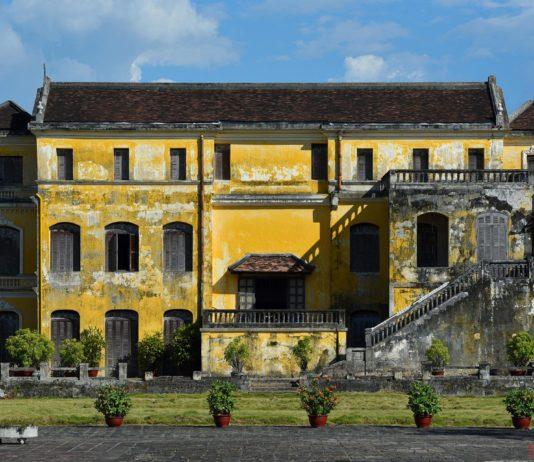 Hue palace, European style meets Asian tradition-01